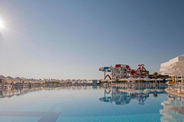 استخر هتل دلفین امپریال